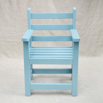 Stoeltje IV: Helder blauw lattenstoeltje voor binnen, kan ook gebeitst worden voor buiten. €79,50 Kussentje voor op de zitting is mogelijk (meerprijs €10,-).